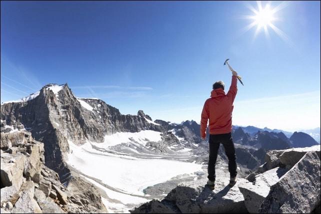 en la cima de la montaña